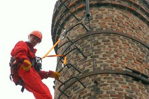 ремонт кирпичных дымовых труб промышленными альпинистами