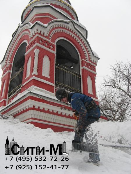 Кто отвечает за уборку снега с крыши