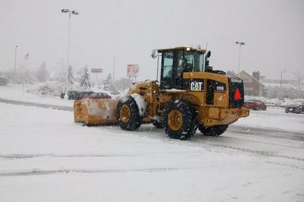 уборка снега с территорий в Москве
