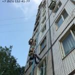 Промыльпы моют фасад жилого здания на Алтуфьевском, 56